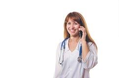 Der Doktor spricht telefonisch Lizenzfreie Stockfotografie