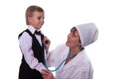 Der Doktor und der kleine Patient Stockbild
