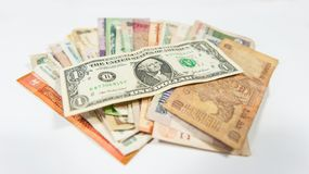 Der Dollar beherrscht alle weiteren Währungen weltweit lizenzfreie stockfotos