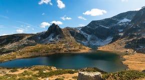 Der Doppelsee - das größte im Bereich der sieben Rila Seen Stockfotos