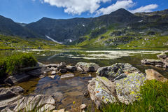 Der Doppelsee, die sieben Rila Seen, Rila-Berg Stockfotos