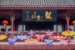 Der Drachen auf der Dachbodentür von Zhenjiang Jiao Mountain Park Stockbilder