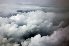 Der drastische Himmel mit Wolken stockfotografie