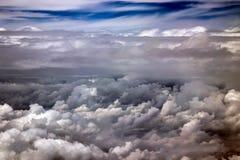 Der drastische Himmel mit Wolken stockfotos