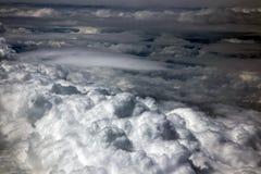 Der drastische Himmel mit Wolken stockbilder