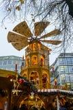 Der drehende Turm am Rindermarkt-Weihnachtsmarkt in München lizenzfreie stockfotos