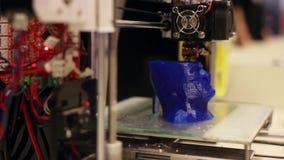 Der Drucker ist in Kraft Moderne Robotertechnologien Künstliche Intelligenz Kybernetische Systeme heute stock video footage