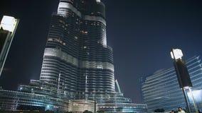 Der Dubai-Brunnen am 15. Oktober 2014 in Dubai, UAE Der Dubai-Brunnen ist der Welt-` s größte choreografierte Brunnen stock footage