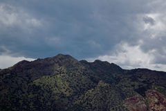 Der dunkle Berg Stockfotos