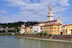 Der DuomoKirchenglockekontrollturm in Verona, Italien Stockfoto