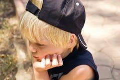 Der durchdachte Junge Stockfotografie