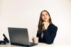Der durchdachte Manager mit interessantem und kreativem Gedanken Lizenzfreies Stockfoto