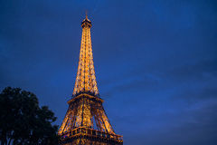 Der Eiffelturm am Abend Stockbild