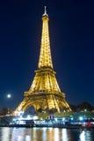 Der Eiffelturm am Abend, Paris, Frankreich Lizenzfreie Stockfotos