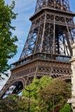 Der Eiffelturm im Frühjahr stockfotografie