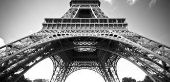 Der Eiffelturm, Paris, während des Tages lizenzfreie stockbilder