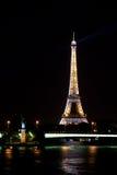 Der Eiffelturm und das Freiheitsstatue in stockbild