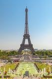 Der Eiffelturm und die Brunnen von Trocadero in Paris Frankreich Lizenzfreies Stockfoto