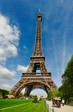 Der Eiffelturm von Champs de Mars Lizenzfreies Stockfoto