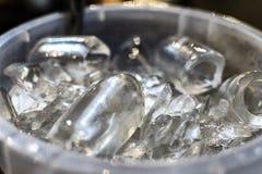 Der Eimer des Eises stockbilder