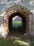 Der Eingang in der alten Kirche, Ruinen in Lettland, Embute Stockfotos