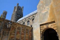 Der Eingang des Südteils der Kathedrale von Ely in Cambridgeshire, Norfolk, Großbritannien Lizenzfreie Stockfotografie