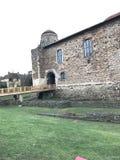 Der Eingang zum Cochester-Schloss-Museum, zu einem vielschichtigen normannischen, sächsischen und römischen Gebäude Lizenzfreie Stockfotos