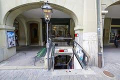 Der Eingang zum Kino im Keller in Bern Lizenzfreies Stockfoto