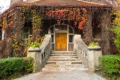 Der Eingang zum Seekrankenhaus in der Stadt von Svetlogorsk Stockfotografie