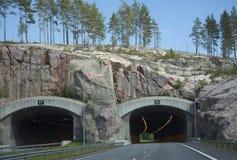 Der Eingang zum Tunnel auf der Autobahn Turku-Helsinki Lizenzfreie Stockfotografie
