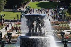 Der einzigartige Skulpturenpark ist Gustav Vigeland-` s lifework mit mehr als 200 Skulpturen in der Bronze, Granit und stockfotografie