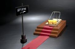 Der einzige freie Käse ist in der Mausefalle: Mausefalle mit Käseverleitungskonzept und freies Zeichen auf dem lokalisierten schw lizenzfreies stockfoto