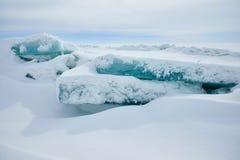 Der Eishügel auf See Balkhash Stockbild
