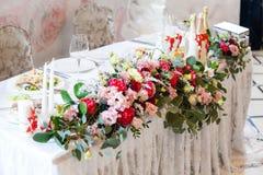 Der elegante Abendtisch Stockfotos