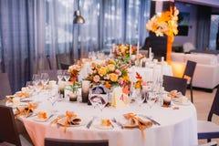 Der elegante Abendtisch Stockfotografie