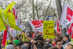 Der EnBW för Verdi Warnstreik —Kundgebung bei Royaltyfri Fotografi