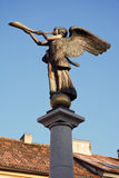 Der Engel, der das Horn spielt Stockbilder