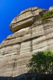 Der enorme Stein, der auf einem Felsen liegt Stockfotos