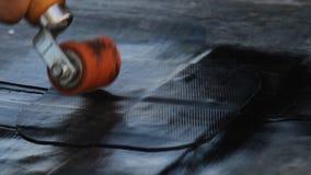Der Erbauer verbirgt die Membran des Dachs EPDM PVC-P UND TPO FPO stock video