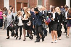 Der erste Ruf 1. September Wissens-Tag in der russischen Schule Tag des Wissens Erster Tag der Schule Stockfotos