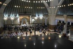 Der erste Tag an tarawih Gebet MAJT Semarang Stockbilder