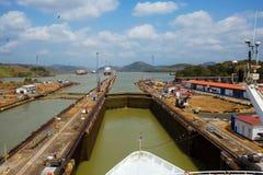 Der erste Verschluss des Panamakanals vom Pazifischen Ozean Stockbilder