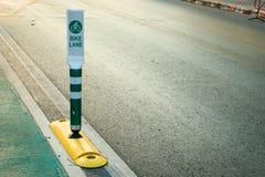 Der Fahrradweg Fahren Sie Zeichen, das Zeichen rad, das einen engagierten Fahrradweg anzeigt Stockfoto