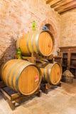 Der Fasskeller Rotweins Montepulciano Stockfoto
