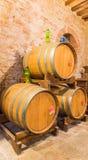 Der Fasskeller Rotweins Montepulciano Lizenzfreie Stockfotos