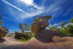 Der Felsen im hohen Berg lizenzfreie stockbilder