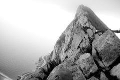 Der Felsen in Schwarzweiss stockbild
