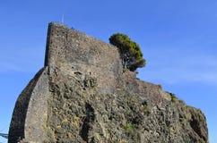 Der Felsen von Acicastello. Stockbild