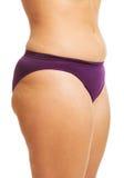 Der fette Bauch der Frau in der Unterwäsche Lizenzfreie Stockfotos