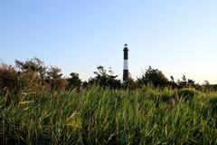 Der Feuer-Insel-Leuchtturm im Abstand lizenzfreies stockbild